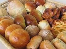 朝食には那須高原姉妹店パン工房より届く手作りパンをご用意