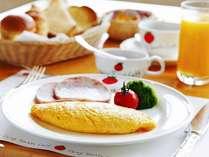 シェフが作るオムレツは朝食の楽しみ