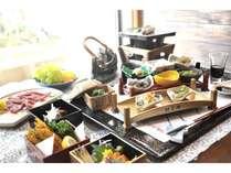 地元の川魚と素材を使った料理