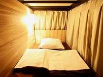 ベッド内はすっきり広々。