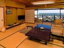 【海側/和室12畳以上+次の間】心地よい海からの風を感じるゆとりの客室。