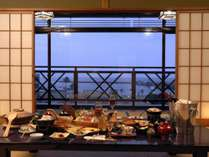 熱海の海を望みながら、ゆったりお部屋食を