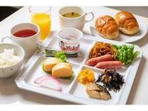 現在、朝食は和定食形式でご用意しております。※予告なく変更させて頂くことがございます。ご了承下さい。