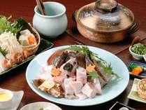 幻の名魚クエのお鍋は定番大人気!  〆は熱々雑炊!冬季限定料理です。