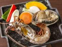 ぷち贅沢 渚の個別膳と活けあわび&伊勢海老がついたハーフバイキングプラン 1泊2食