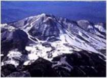 木島平スキー場はスノボ全面滑走可。ログハウスから徒歩1分
