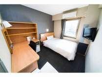 140cmのセミダブルベッド全客室に完備