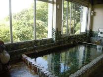 *内湯。湯量が毎分41リットルと豊富です。