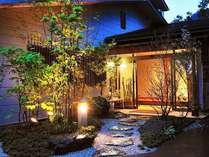 ようこそ、御宿 竹取物語へ。当館はお料理と、お酒と、貸切風呂を楽しんでいただく宿です