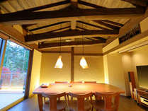 【特別室かぐや】入口をくぐった先には、かぐや専用のお食事処。竹取の翁の家をイメージした造りです。