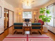 アメリカ家具で囲まれたリビングルームでくつろぎのスペースです。
