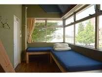 森の部屋 4名様までのファミリールーム。グループ貸し専用です。環水公園が見えます。