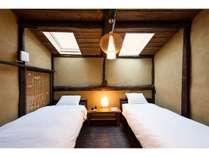 二階にベッドを新設した洋室です。