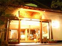 白山のふもとに佇む、純和風の料理旅館。山の幸をお楽しみください。