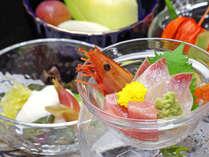 **当日おススメの旬の加賀の素材を使った一品をご用意。もちろん加賀の旬の食材でご提供します。