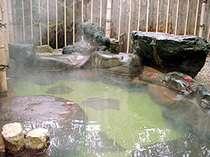 *露天風呂「椿の湯」。春には樹齢300年と伝えられる椿の花を観賞できます♪
