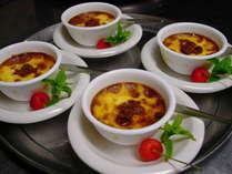 クレームブリュレ。全卵ではなく卵黄で作るちょっと贅沢な焼きプリン。プリン好きさんに好評です