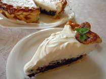 ブルーベリーパイ。ブルーベリーは庭で採れたものをジャムに。パイ生地も手作り。人気のデザートです。