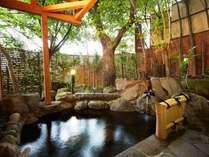【カップル秋旅】人気の貸切露天「緑庵」で湯浴みを楽しむ大人の温泉旅プラン