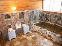 温泉ではございませんが、当館自慢の<岩風呂>もございます。ゆっくり旅の疲れを癒してください。