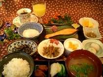 魚沼産コシヒカリ100%と自家製野菜たっぷりの朝食
