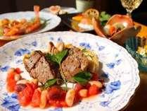 和風洋風どちらも楽しめるコラボコースのお夕食。(プランによりお料理は異なります。)
