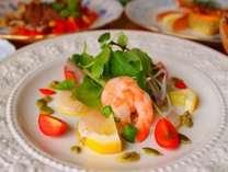 夕食の一品、和風&洋風のコラボ。(フ°ランによりお料理は異なります。)。
