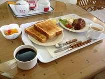 日替わりの朝食も無料です