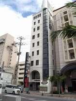 観光や沖縄各地へのアクセスに便利な国際通りに面しています