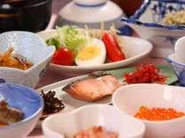 朝の太平洋を見ながらの和朝食【7品】になります。