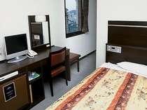 シングル(改装部屋)幅125cmのベッドでゆったりくつろげます。