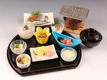 和朝食南紀の干物をあぶってお召し上がりくださいませ。