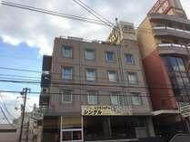 三原駅から徒歩五分の小さなホテルです。