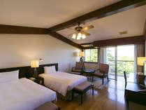 ●ガーデンデラックスツイン 真っ白なシーツにくるまれた寝具にアジアン家具に統一されたお部屋