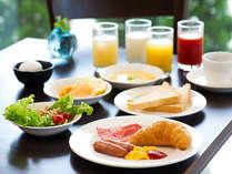 朝食はバイキングスタイルあるいはセットメニューをご用意いたします【営業時間】7:00~9:00