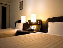 広々としたお部屋は、ご滞在を快適に過ごすための工夫がいっぱい。3名以上利用はエキストラベッド