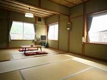 和室6+8畳グループ&ご家族に最適。きれいな川の眺め