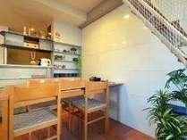システムキッチン付!室内でお食事もとりやすいダイニングエリア♪