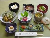 リーズナブルな「豆腐会席コース」