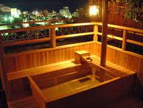 海悠亭~檜の露天風呂付和室~/ライトアップした露天風呂でお寛ぎいただけます。※写真はイメージです