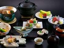 会席料理/旬の素材を活かした全12品程からなる会席料理をごゆっくりお召し上がりください。