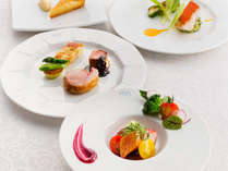 フレンチの技法をベースに、和の食材である但馬の旬菜を盛り込んだ、他では食べる事ができないフルコース