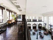 天井が高く、解放感溢れる館内でごゆっくりお過ごしください。