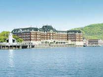 【外観】大村湾が目の前に広がるオーシャンフロントホテル