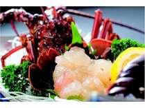 10月から3月にかけて、伊勢海老網漁が行われます。伊勢エビ造りのプリプリを楽しんでくださいね。