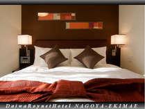 エグゼクティブコーナーダブルルームのベッドはクィーンサイズベッド!!お子様の添寝も可能!!