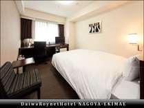 【スタンダードシングル/ダブル(2)】部屋の広さ18平米、ベッド幅154cm