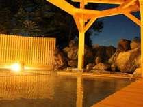 <こまくさの湯・露天風呂>雄大な山々から覗く満点の星空が楽しめます。