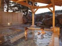 雄大な山々に囲まれた景色が楽しめる露天風呂で心も体も癒される♪