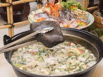 郷土の食材をふんだんに使用した「石焼鍋」はあったか落ち着く味です